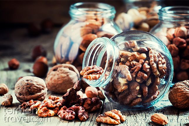 Walnuts for vegetarian Ghormeh Sabzi | Termeh Travel