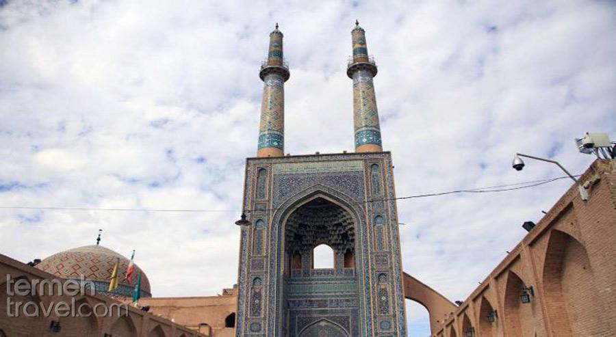 The door and minarets of the Jame mosque of Yazd - Termeh Travel