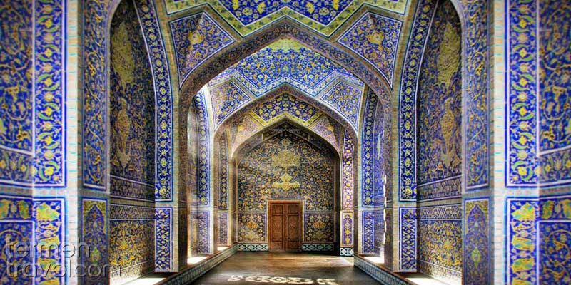 Inside the corridors of Sheikh Lotfollah Mosque in Isfahan- Termeh Travel