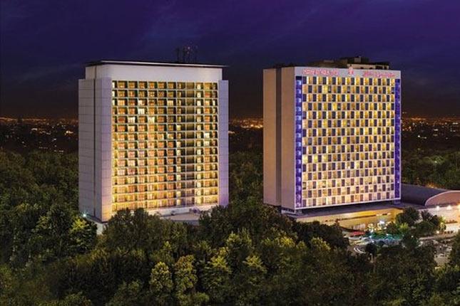 Esteghlal-Hotel-Termeh Travel