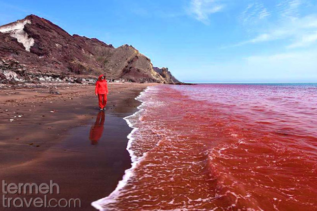 The Bloody Beach in Hormoz Island-Termeh Travel