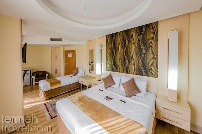 Piroozy Hotel in Isfahan- Termeh Travel