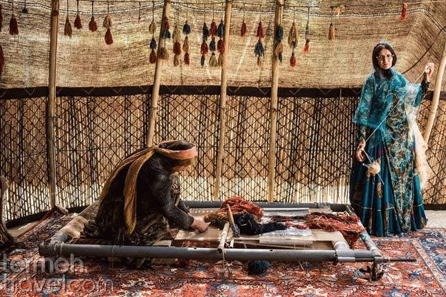Weaving Persian carpet- Termeh Travel