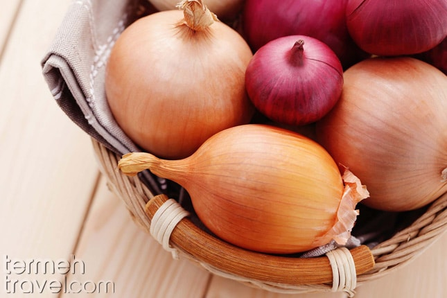 Onion for Loobia Polo- Termeh Travel