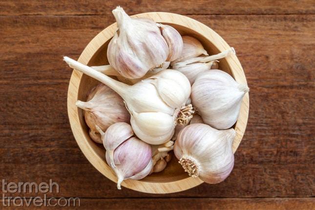 Garlic for Mirza Ghasemi- Termeh Travel