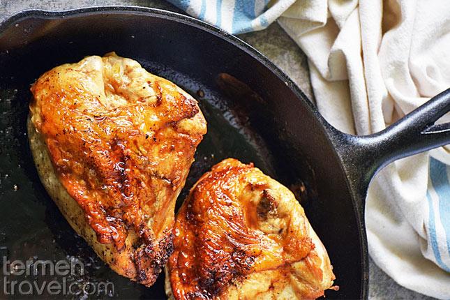 Preparing chicken for Zereshk Polo- Termeh Travel