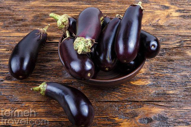 Eggplant for Mirza Ghasemi- Termeh Travel