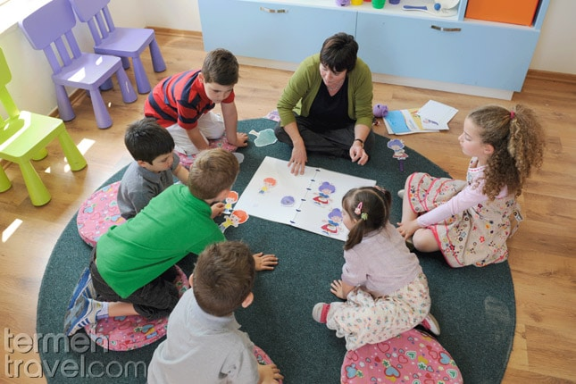 Farsi classes near me-Farsi learning for kids- Termeh Travel