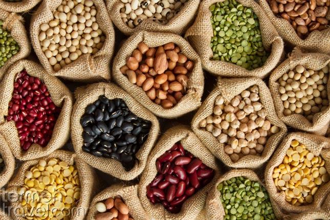 Legumes for Ash Reshteh- Termeh Travel