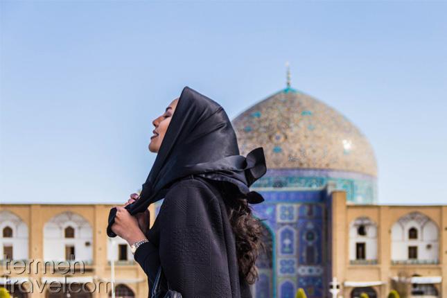 Iranian woman in Naqsh-e Jahan Square- Termeh Travel