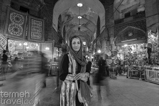 Iranian woman standing in Bazzar- Solo Female Travelers- Termeh Travel