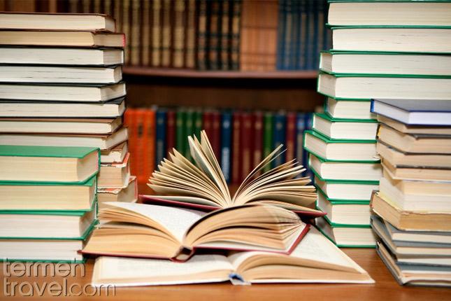 Reading Farsi books- Termeh Travel