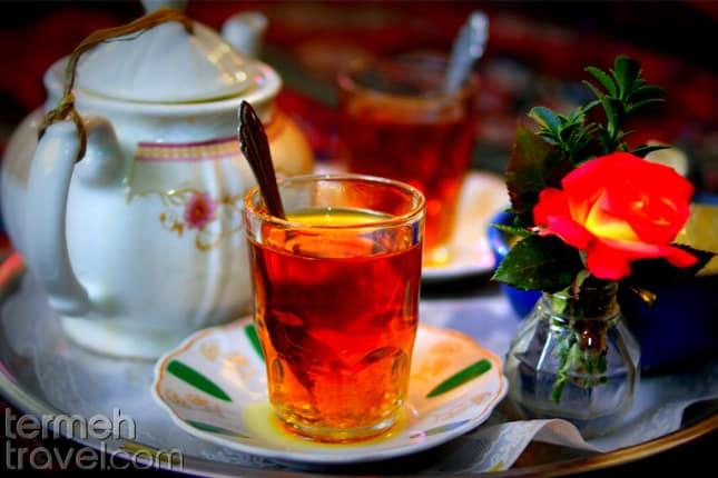 Serving Persian black tea- Termeh Travel